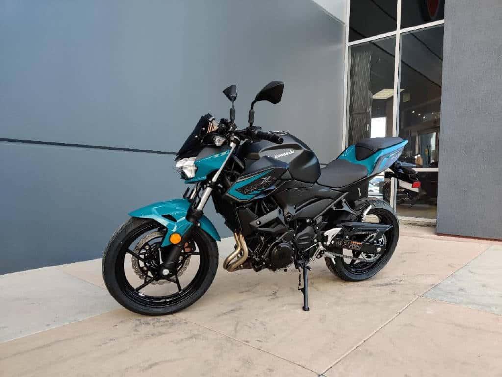 2021-Kawasaki-Z400-blue-black-micramoto