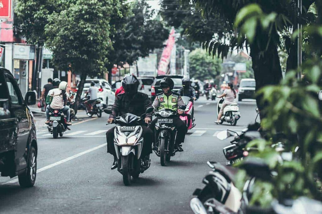 motorcycle-safety-tips-every-rider-should-now-2