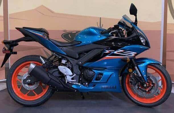 Yamaha-YZF-R3-2021-metallic-cyan (15)