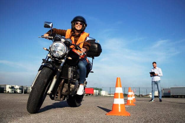 motorcycle-lessons-practicing-ride