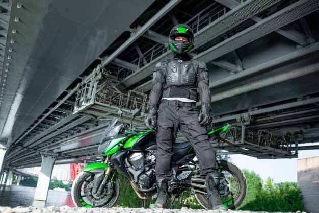 motorcyclist-helmet-protective-suit
