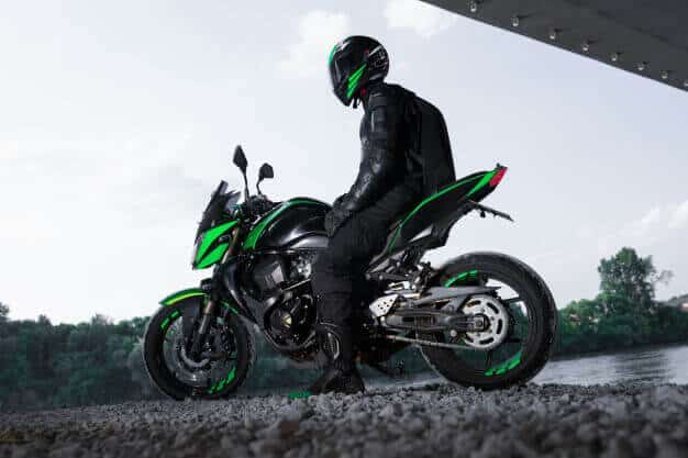motorcyclist-stop-bridge-road-waiting-rain