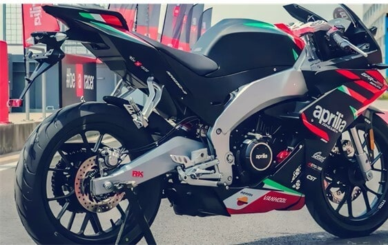 Aprilia-GPR250R-black-red-green (4)