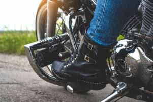 Are-Boots-Good-for-Motorcycle-Riding-micramoto (1)